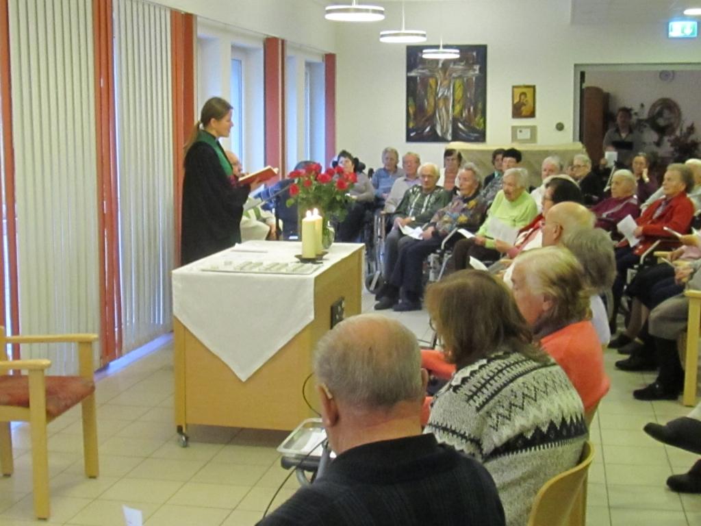 Ökumenischer Gottesdienst mit Verstorbenengedenken im BRK-Seniorenheim