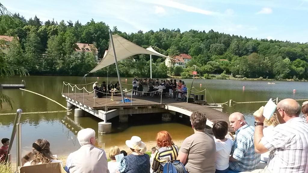 Tauferinnerungsgottesdienst mit den Gemeinden der Kulmregion am Rußweiher in Eschenbach