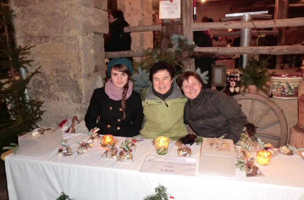 Unser Verkaufs-Team beim Taub'nschuster-Weihnachtsmarkt